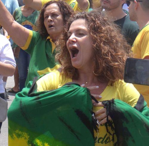 Bolsonaro é o vagão: a locomotiva é o novo eleitor digital